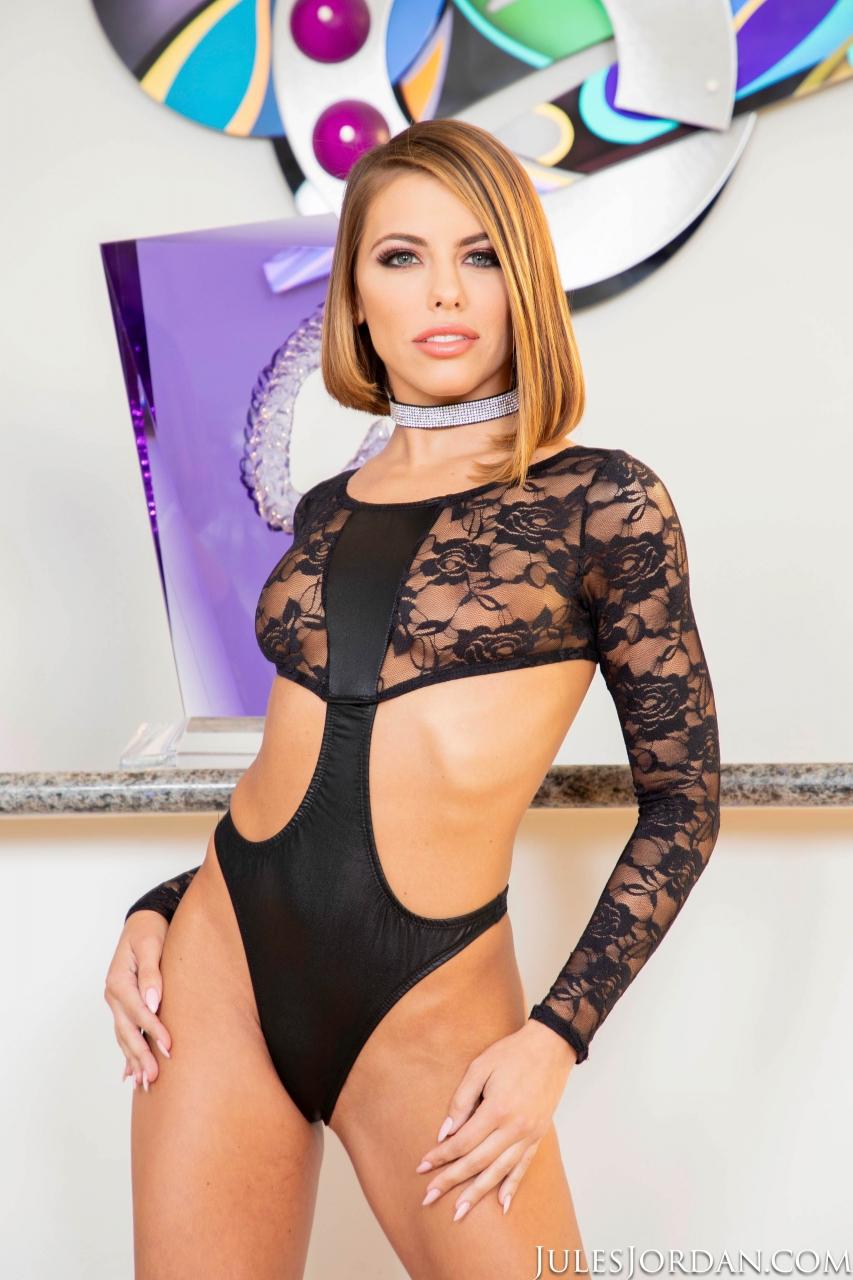 Estrela porno Adriana Chechik em fotos de anal