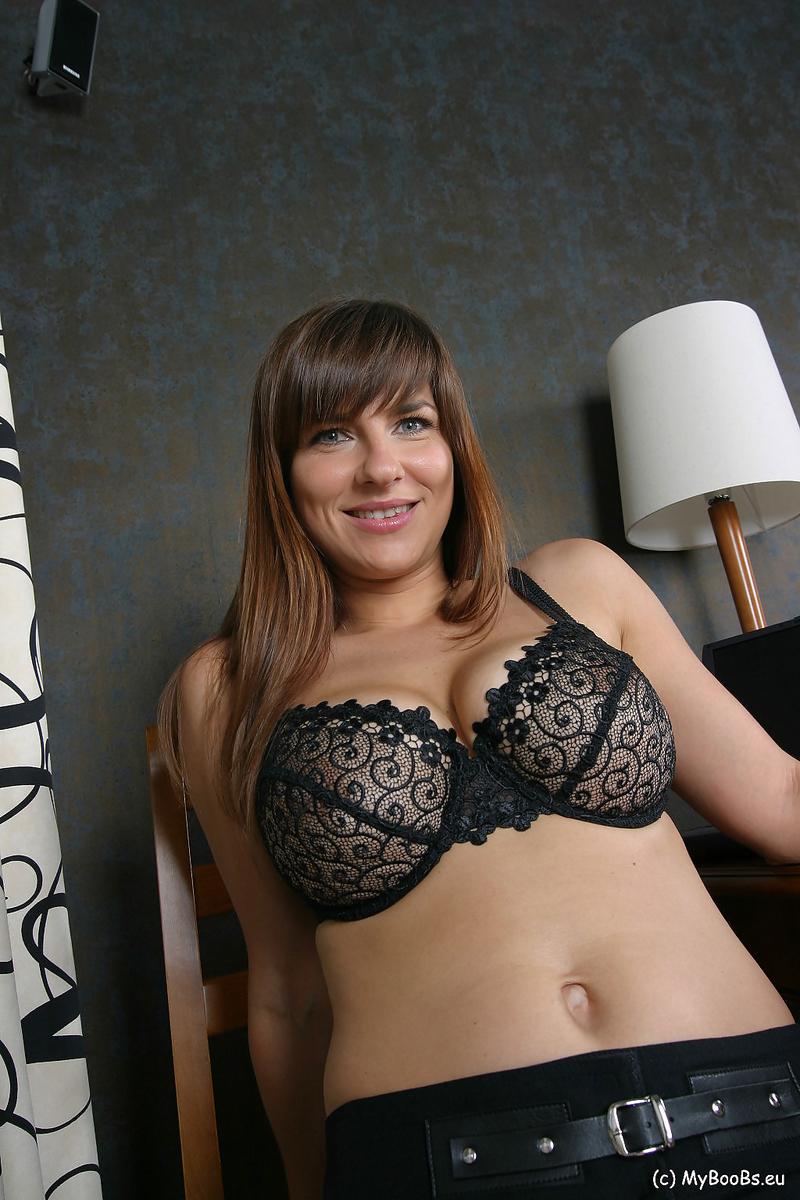 Jastin Erato gostosinha em fotos porno se exibindo